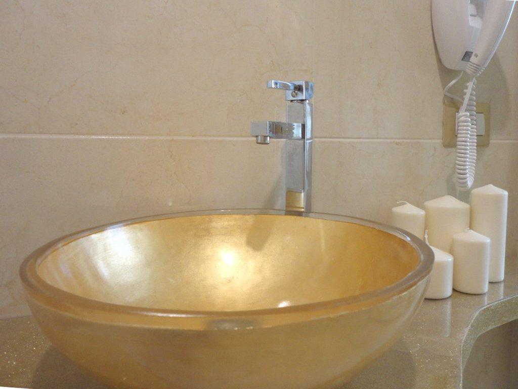 camera-room-bathroom-lavabo-en-suite