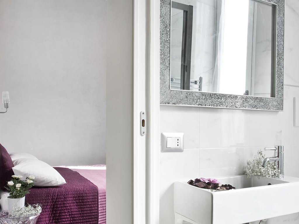 room-camera-bagno-privato-en-suite-bathroom-large-shower-douche